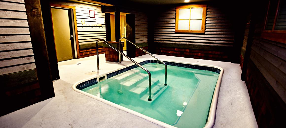 Fernie hotel photo gallery - lodge hot tub picture