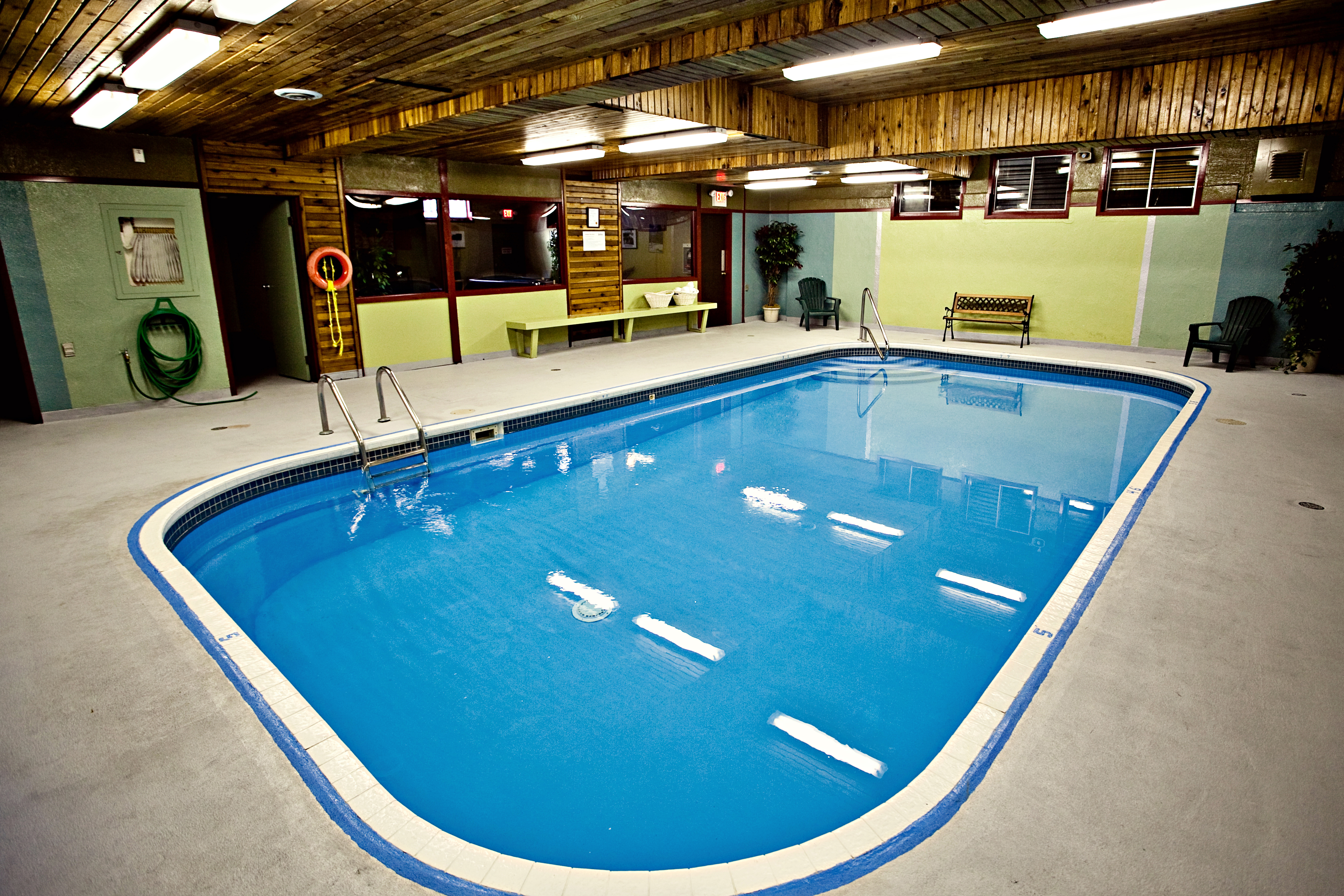 Hotel in fernie bc red tree lodge for Red lodge swimming pool timetable