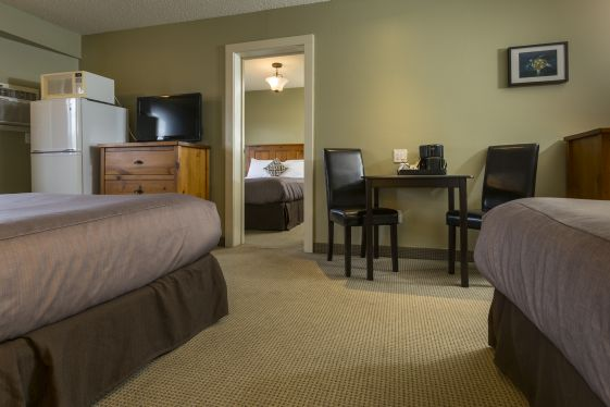 fernie deluxe family hotel rooms bc canada lodging red tree lodge